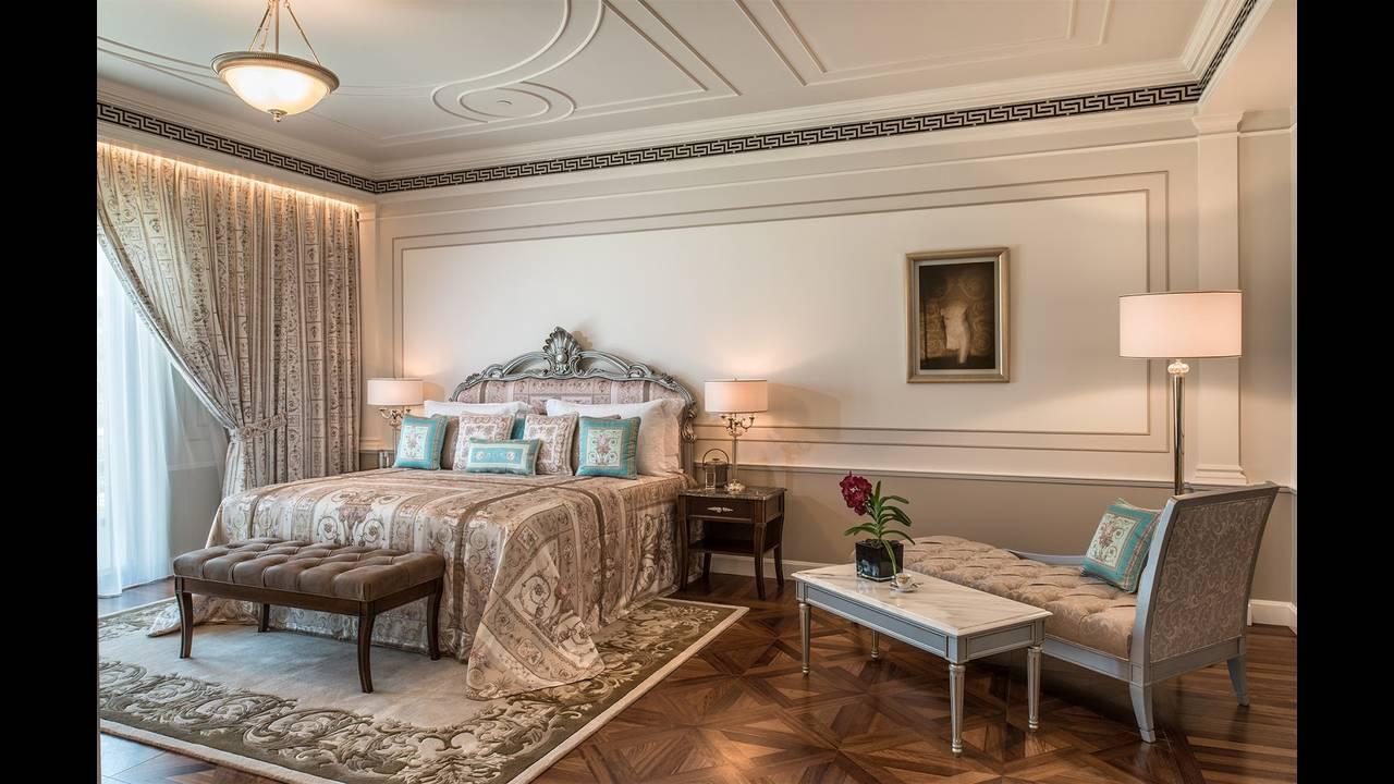 https://cdn.cnngreece.gr/media/news/2015/11/13/6410/photos/snapshot/Palazzo-Versace-Hotel_Dubai_-Grand-Suite.jpg