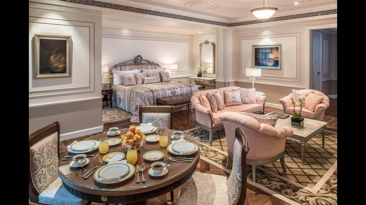 https://cdn.cnngreece.gr/media/news/2015/11/13/6410/photos/snapshot/Palazzo-Versace-Hotel_Dubai_Executive-Suite.jpg