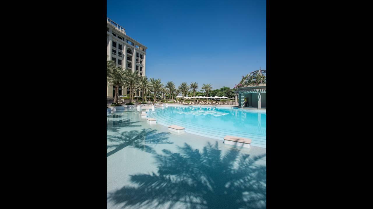 https://cdn.cnngreece.gr/media/news/2015/11/13/6410/photos/snapshot/Palazzo-Versace-Hotel_Dubai_Pool.jpg