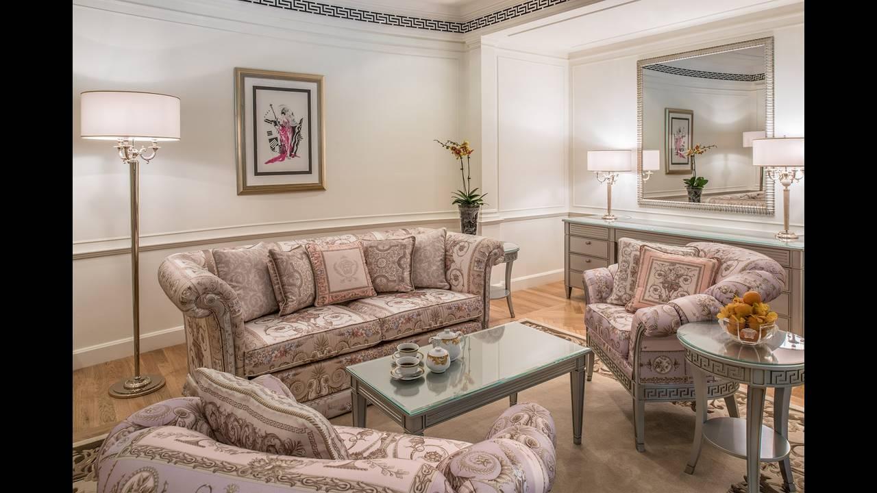 https://cdn.cnngreece.gr/media/news/2015/11/13/6410/photos/snapshot/Palazzo-Versace-Hotel_Dubai_Residence-Living-Room-02.jpg