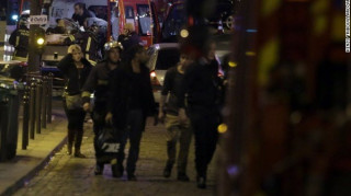Συνδέουν το προσφυγικό με την τρομοκρατική επίθεση και ζητούν σφράγισμα συνόρων