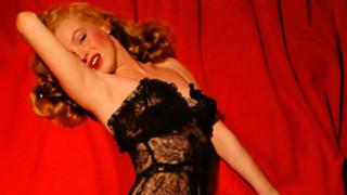 Ανέκδοτες, σχεδόν αθώες αλλά εντελώς γυμνές, φωτογραφίες της Μέριλιν Μονρόε