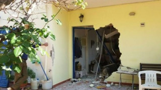 Λευκάδα: Το CNN Greece στο σπίτι που ο βράχος σκότωσε την 65χρονη