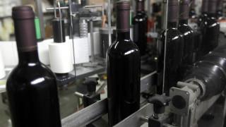 Επανεξετάζεται ο φόρος στο κρασί μετά τις αντιδράσεις
