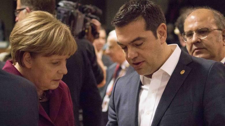 Τηλεφωνική επικοινωνία Τσίπρα με Μέρκελ-Φάινμαν για προσφυγικό