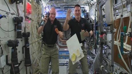 Οι αστροναύτες γιορτάζουν την Ημέρα των Ευχαριστιών
