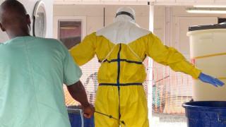Θεραπεύτηκε από τον Έμπολα κοριτσάκι 34 ημερών