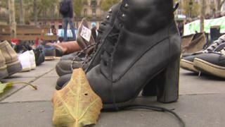 Έβγαλαν τα παπούτσια για το κλίμα