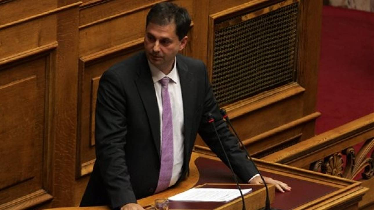 Θεοχάρης: Η κυβέρνηση χορεύει τσιφτετέλι στο ρυθμό του ζουρνά των funds