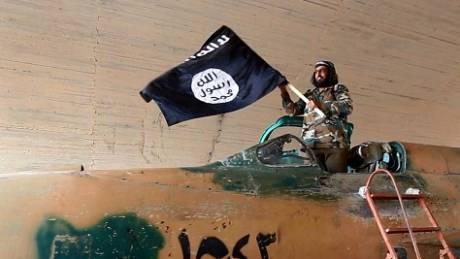 Πρόσφυγας που απέδρασε από τον ISIS: Παιδιά περιπολούν στους δρόμους με AK47