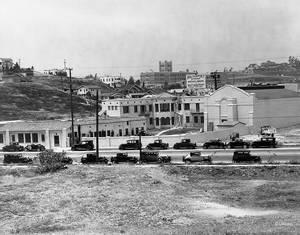 1931. Από το 1929 μέχρι και το 1940 τα Hyperion Studio επεκτείνονται χωρίς σταματημό. Νέα κτίρια για να στεγαστούν οι ορδές των εικονογράφων, ηχοληπτών και μαστόρων του δικού του παραμυθιού.