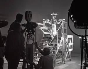 1948. Η ηθοποιός Ελέν Στάνλεϊ στα γυρίσματα της Σταχτοπούτας στα στούντιο της Καλιφόρνια.