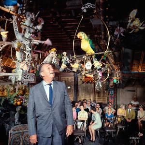 1963. Μέσα στο Tiki Room της Disneyland.