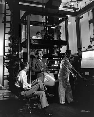 Μάρτιος 1951. Ο Ντίσνεϊ στα γυρίσματα της Αλίκης Στη Χώρα Των Θαυμάτων.