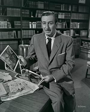 1955. O Nτίσνεϊ ξεναγεί το τηλεοπτικό κοινό στη μαγεία της φαντασίας του.