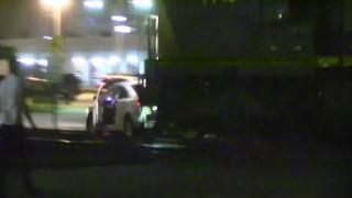 Τρένο παρασύρει αυτοκίνητο κολλημένο στις ράγες