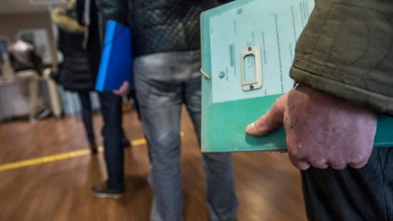 Πολιτικοί ελιγμοί στη Γαλλία για την αντιμετώπιση της Λεπέν