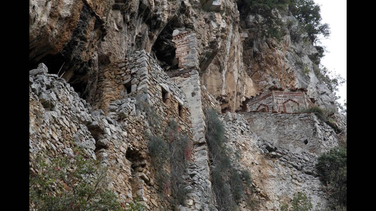 https://cdn.cnngreece.gr/media/news/2015/12/15/15585/photos/snapshot/oreini-arkadia-dimiotsana5.jpg