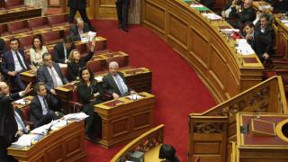 Πέρασε με 153 ναι το νομοσχέδιο για τα προαπαιτούμενα στη Βουλή