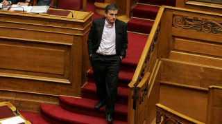 Την περαιτέρω απελευθέρωση επαγγελμάτων δρομολογεί ο Ευκλείδης Τσακαλώτος