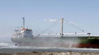 Φορτηγό πλοίο προσάραξε στην Εύβοια