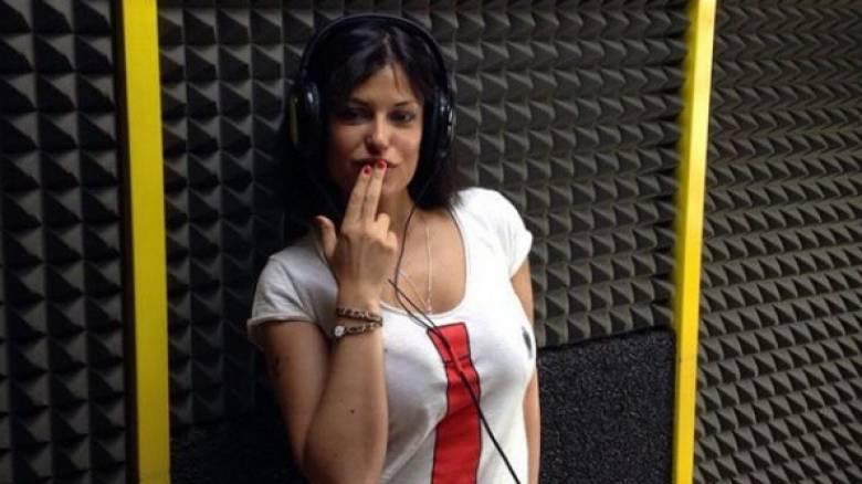 Η πρώην πορνοστάρ Σάρα Τομάζι ανέλαβε διευθύντρια στην ερασιτεχνική Μαρούβιουμ
