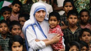Το Βατικανό ανακηρύσσει Αγία τη Μητέρα Τερέζα