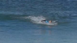 Καρέ καρέ η μάχη με τα σαγόνια του καρχαρία