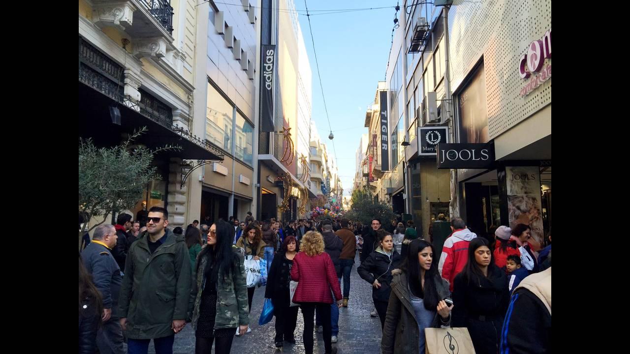 https://cdn.cnngreece.gr/media/news/2015/12/19/15976/photos/snapshot/chrisrmas3.JPG