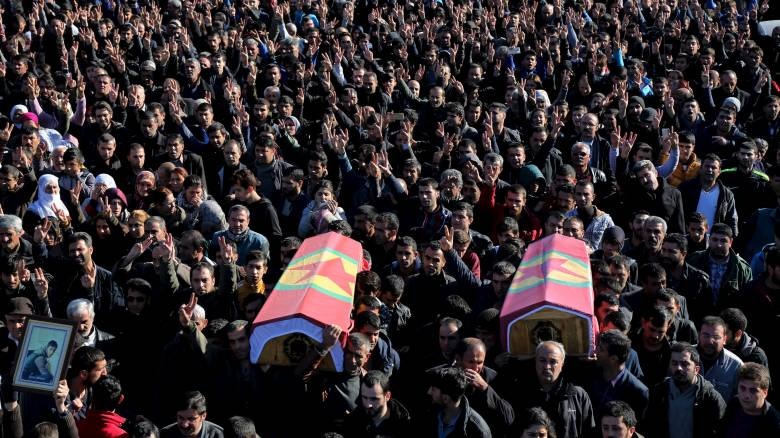 Κλιμακώνεται ο ακήρυχτος εμφύλιος στις κουρδικές περιοχές της Τουρκίας