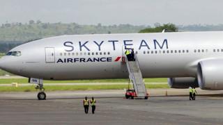 Έξι ύποπτοι για το δέμα στο αεροπλάνο της Air France