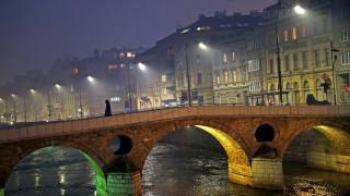 Μεγάλη αστυνομική επιχείρηση για τη σύλληψη υπόπτων στην Βοσνία