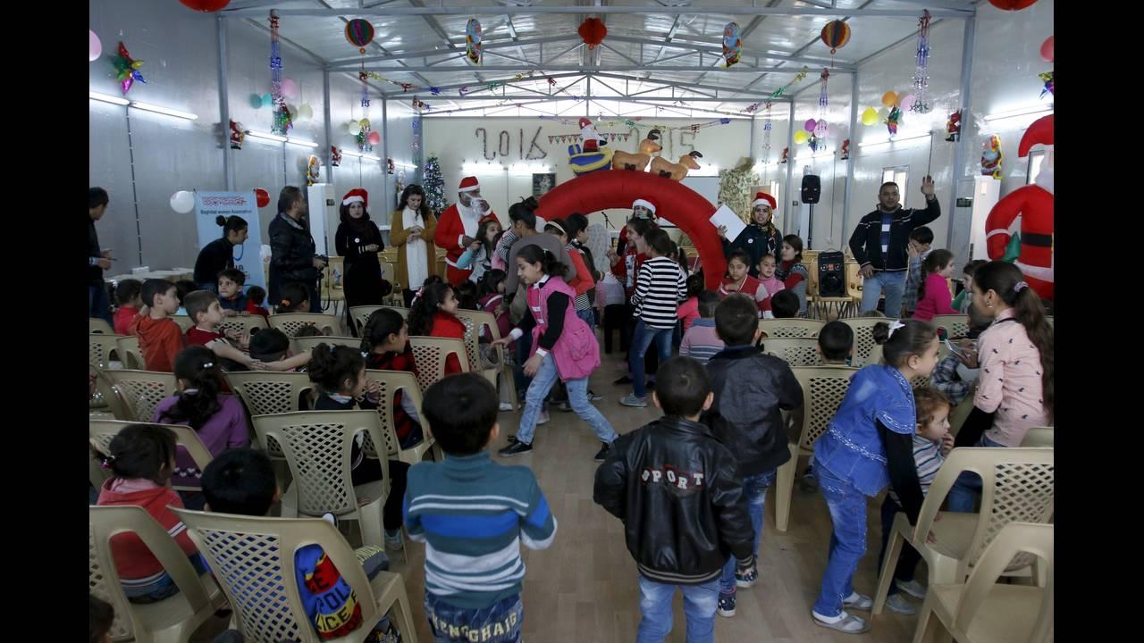 https://cdn.cnngreece.gr/media/news/2015/12/24/16467/photos/snapshot/CRISIS-CHRISTMASREUTERSKhalidalMousily.jpg
