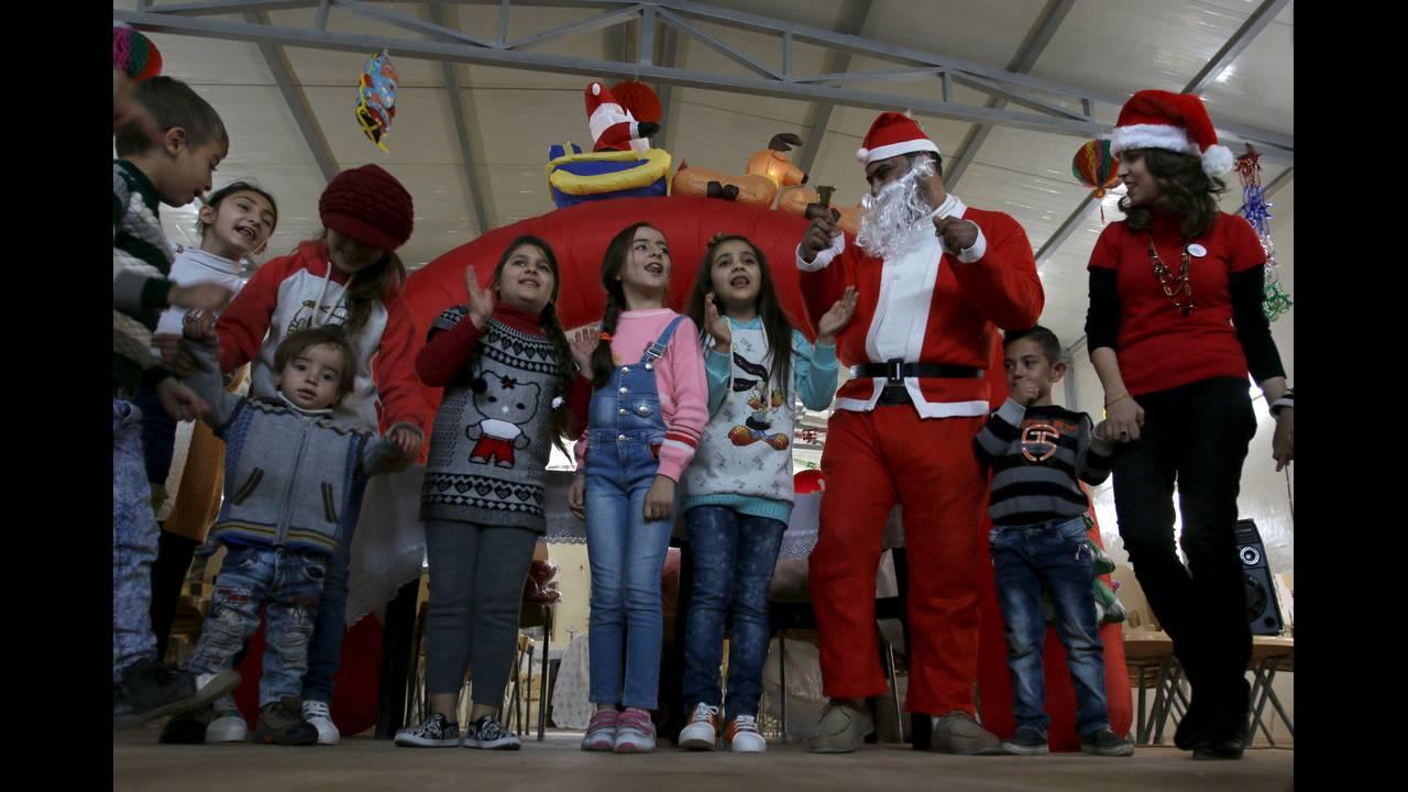 https://cdn.cnngreece.gr/media/news/2015/12/24/16467/photos/snapshot/MIDEAST-CRISIS-CHRISTMAS.jpg