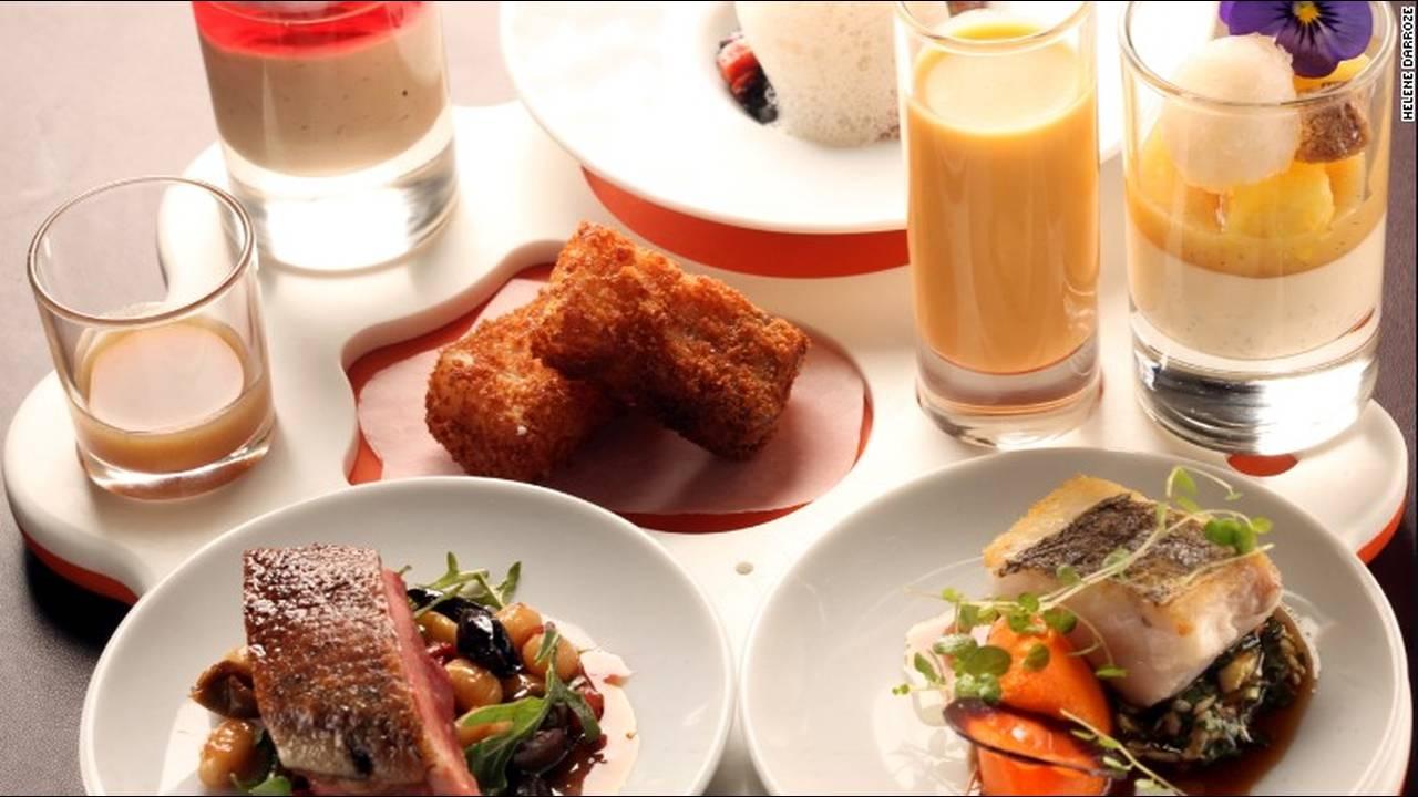 https://cdn.cnngreece.gr/media/news/2015/12/24/16493/photos/snapshot/darozze-restaurant1.jpg