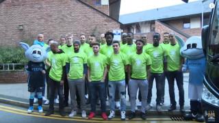 Μοίρασαν δώρα και ευχές σε μικρά παιδιά οι ποδοσφαιριστές της Μάντσεστερ Σίτυ