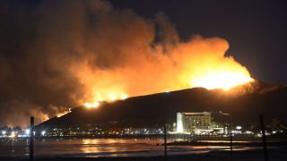 Πετρελαϊκές εγκαταστάσεις απειλεί μεγάλη φωτιά στην Καλιφόρνια