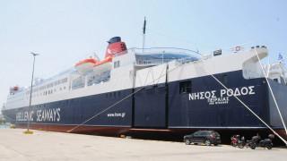 Επέστρεψε στον Πειραιά το «Νήσος Ρόδος» μετά από μηχανική βλάβη