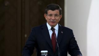 Νταβούτογλου: Δεν συζητάμε με το HDP για το νέο Σύνταγμα