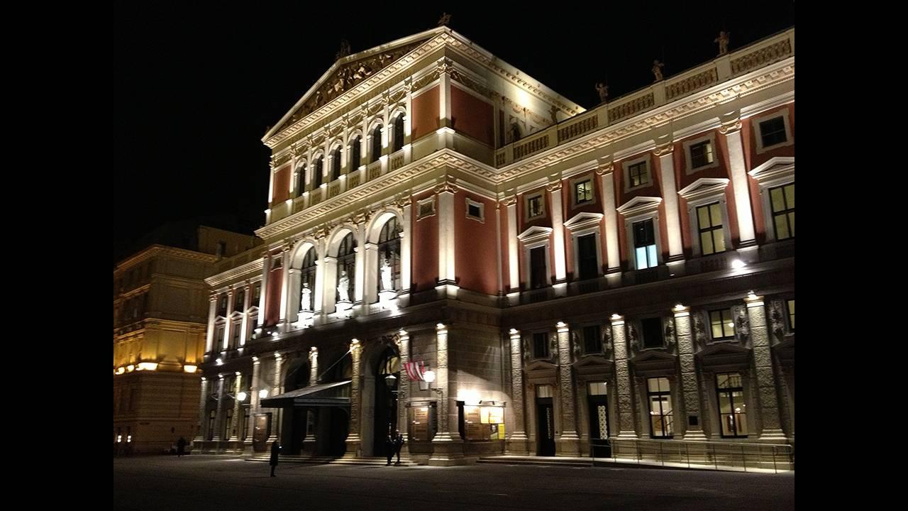 https://cdn.cnngreece.gr/media/news/2015/12/29/16870/photos/snapshot/The_Wiener_Musikverein-wiki.jpg