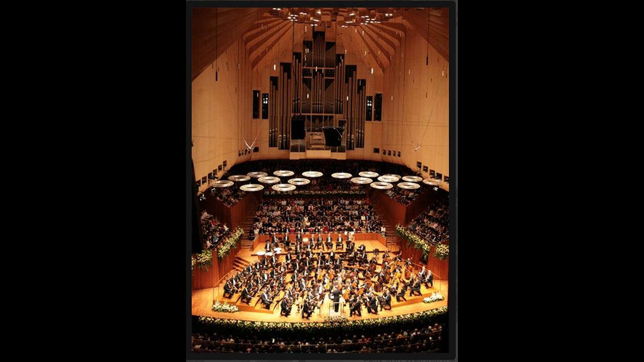 https://cdn.cnngreece.gr/media/news/2015/12/29/16870/photos/snapshot/ViennaPhilharmonicWPHJeannetteHandler1.png