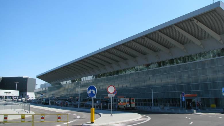 Εκκένωση του αεροδρομίου της Βαρσοβίας λόγω ύποπτης αποσκευής