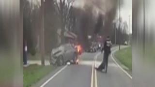 Δραματική διάσωση οδηγού από φλεγόμενο αυτοκίνητο