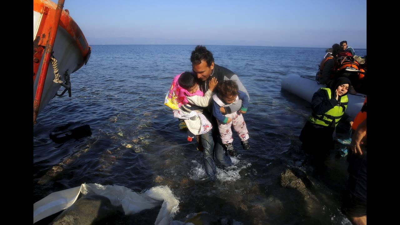 https://cdn.cnngreece.gr/media/news/2015/12/30/16971/photos/snapshot/-2015-11-19T114130Z_2123847373_GF20000065861_RTRMADP_3_EUROPE-MIGRANTS-GREECE.JPG