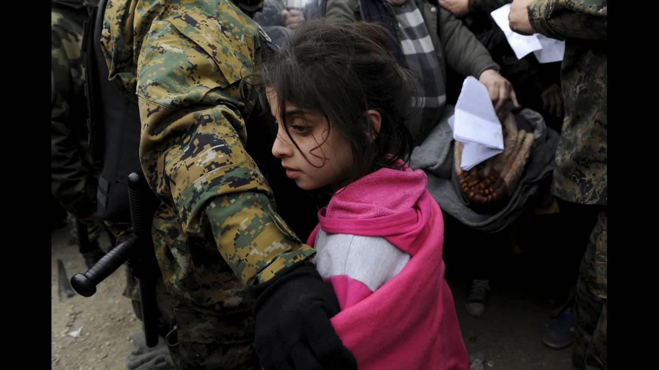 https://cdn.cnngreece.gr/media/news/2015/12/30/16971/photos/snapshot/-2015-11-20T110040Z_1762051949_GF20000067073_RTRMADP_3_EUROPE-MIGRANTS-GREECE.JPG