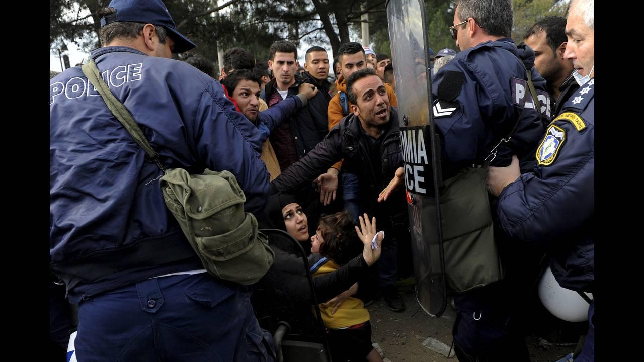 https://cdn.cnngreece.gr/media/news/2015/12/30/16971/photos/snapshot/-2015-11-22T123702Z_2042314005_GF20000069745_RTRMADP_3_EUROPE-MIGRANTS-GREECE.JPG