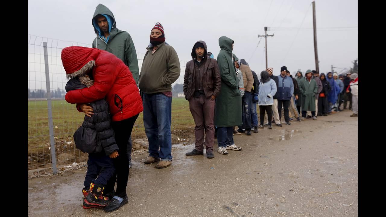 https://cdn.cnngreece.gr/media/news/2015/12/30/16971/photos/snapshot/-2015-11-25T124546Z_1398283458_GF20000073298_RTRMADP_3_EUROPE-MIGRANTS-GREECE.JPG