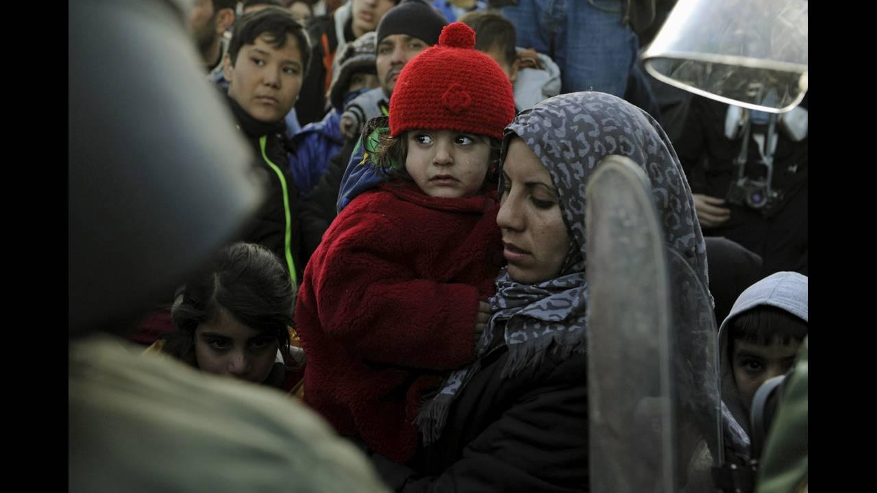 https://cdn.cnngreece.gr/media/news/2015/12/30/16971/photos/snapshot/-2015-12-04T060354Z_489341110_GF20000083937_RTRMADP_3_EUROPE-MIGRANTS-GREECE.JPG