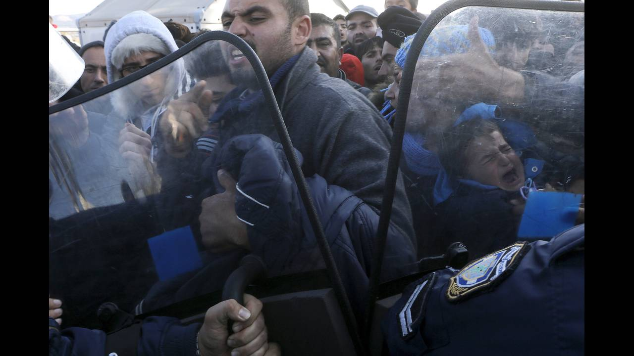 https://cdn.cnngreece.gr/media/news/2015/12/30/16971/photos/snapshot/-2015-12-04T232959Z_464420539_GF10000255048_RTRMADP_3_EUROPE-MIGRANTS-GREECE.JPG