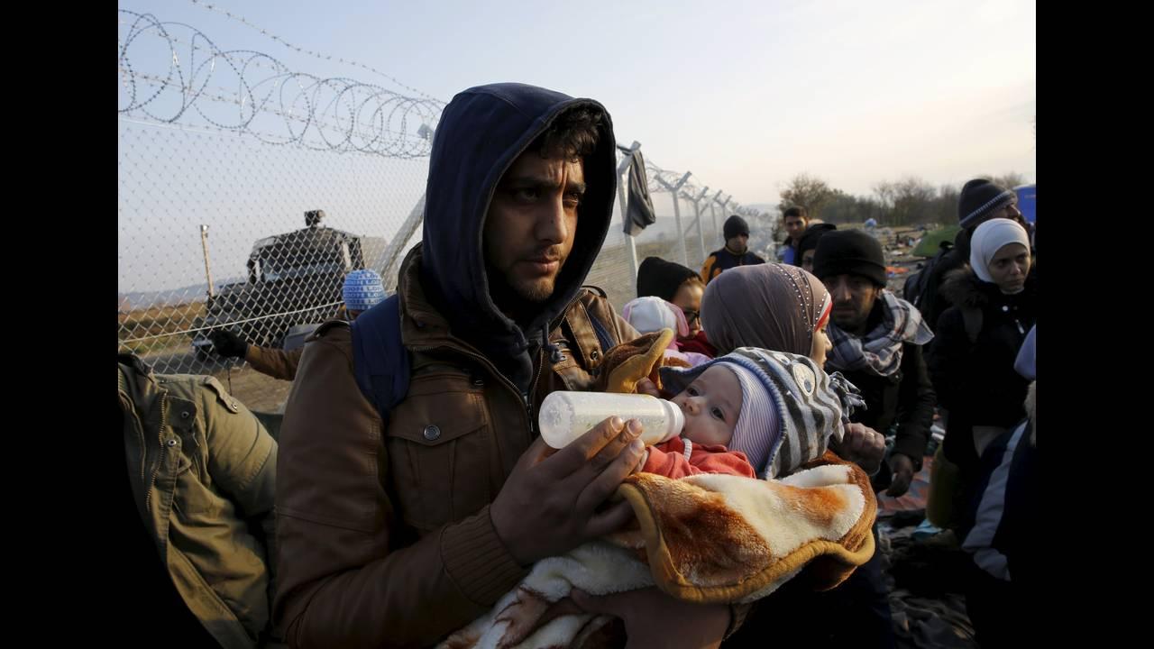 https://cdn.cnngreece.gr/media/news/2015/12/30/16971/photos/snapshot/-2015-12-05T140046Z_1808410897_GF10000255379_RTRMADP_3_EUROPE-MIGRANTS-GREECE.JPG